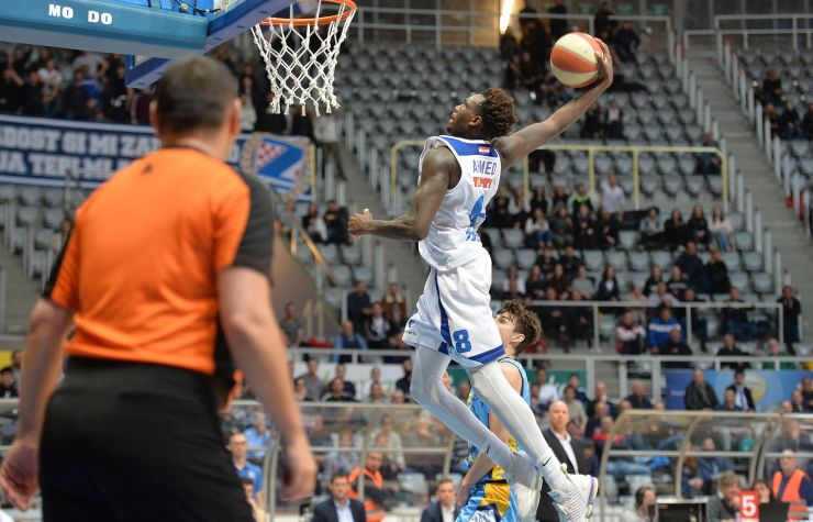 Europcar Photo of the Round: Muhammed Ahmed going for a dunk