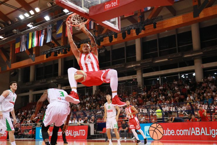 Zvezda show their power and advance to the semis