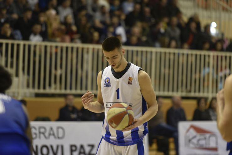 Best Moments: Tarik Brunčević dunks on fast break